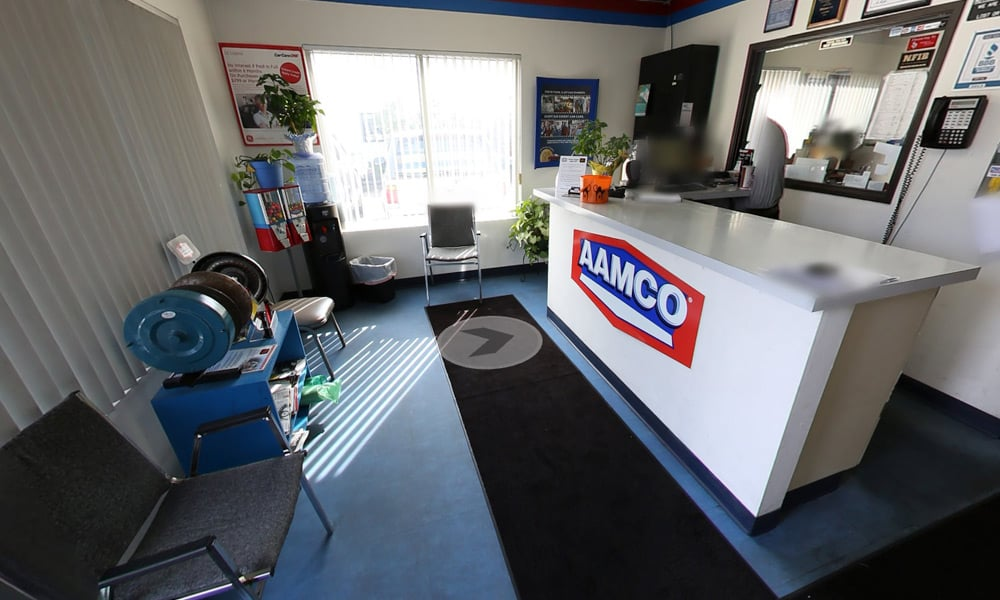 image of interior Fort Collins AAMCO waiting room, lobby - clean, light, comfortable customer service.